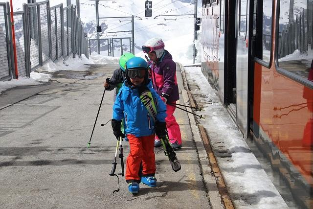 Jak wybrać ubezpieczenie narciarskie dla dziecka?