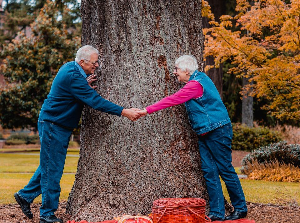 Ubezpieczenie zdrowotne dla emeryta i seniora – co trzeba wiedzieć?